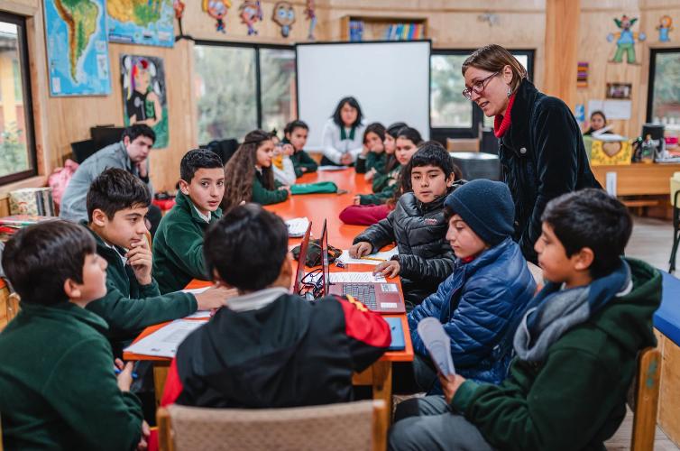 """""""Yo Invento Los Ríos"""" comenzó su trabajo 2020 a través de videollamadas para capacitar a profesores"""
